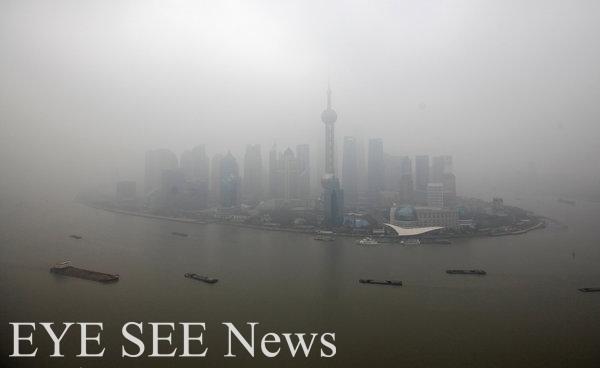 大陸霾害境外污染物隨東北季風南下侵台。圖/路透。