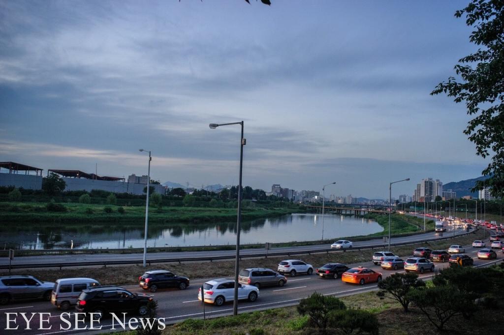 首爾東部幹線擁擠路況。