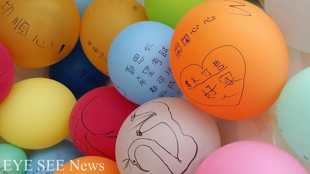 臺北市立美術館將貨櫃裝置為「夢想打卡站」,有許多小朋友在此許下新年新希望。圖/林智恩拍攝
