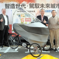 無人自動自行車 PEV(Persuasive Electric Vehicle)。圖/行政院