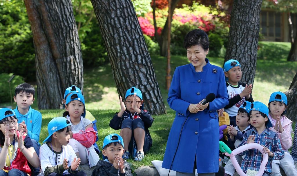 朴總統與孩童們度過兒童節 圖/網路資料