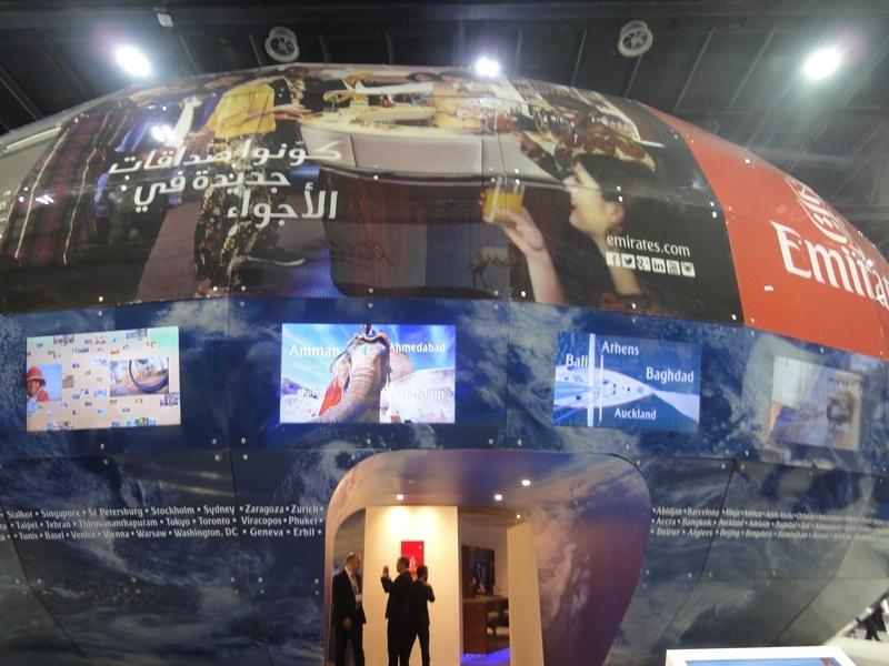 2015年阿拉伯旅展內,阿聯酋航空於阿拉伯館內蓋了一棟大型圓形建物,相當驚人。攝/林智恩