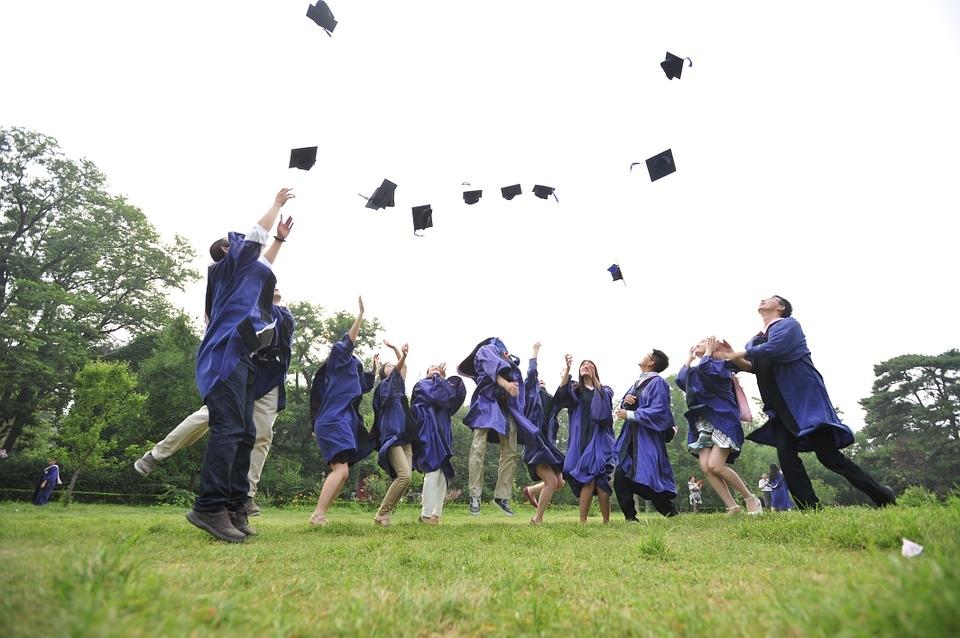 畢業季來臨,近日台積電董事長張忠謀在交大畢業典禮上給了畢業生一針強心劑,強調終身學習才是成功的關鍵。圖/PIXABAY