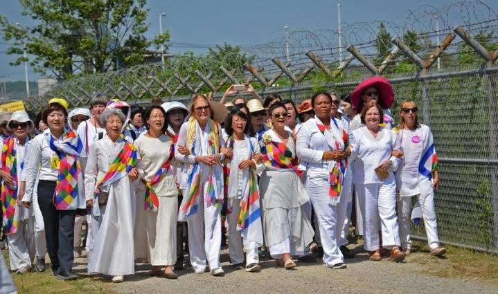 15國婦女從北韓走到南韓,徒步穿越「非武裝地帶」(DMZ),呼籲兩韓團結一致、和平共處。圖/Women Cross DMZ