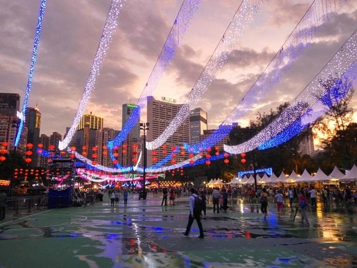 香港中秋時節,有些地方會出現特別的市集。圖/林智恩