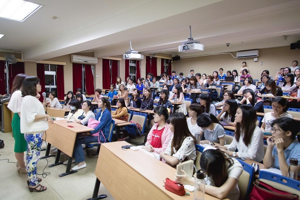 臺師大晨型人社19日舉辦臺韓交流講座,邀請韓國資深教師與臺灣學子對談。圖/臺師大晨型人社提供