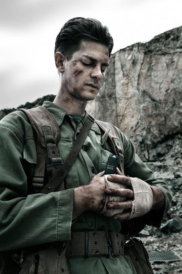 安德魯.加菲爾德精準詮釋貫徹信念的杜斯大兵。圖/甲上娛樂粉絲團