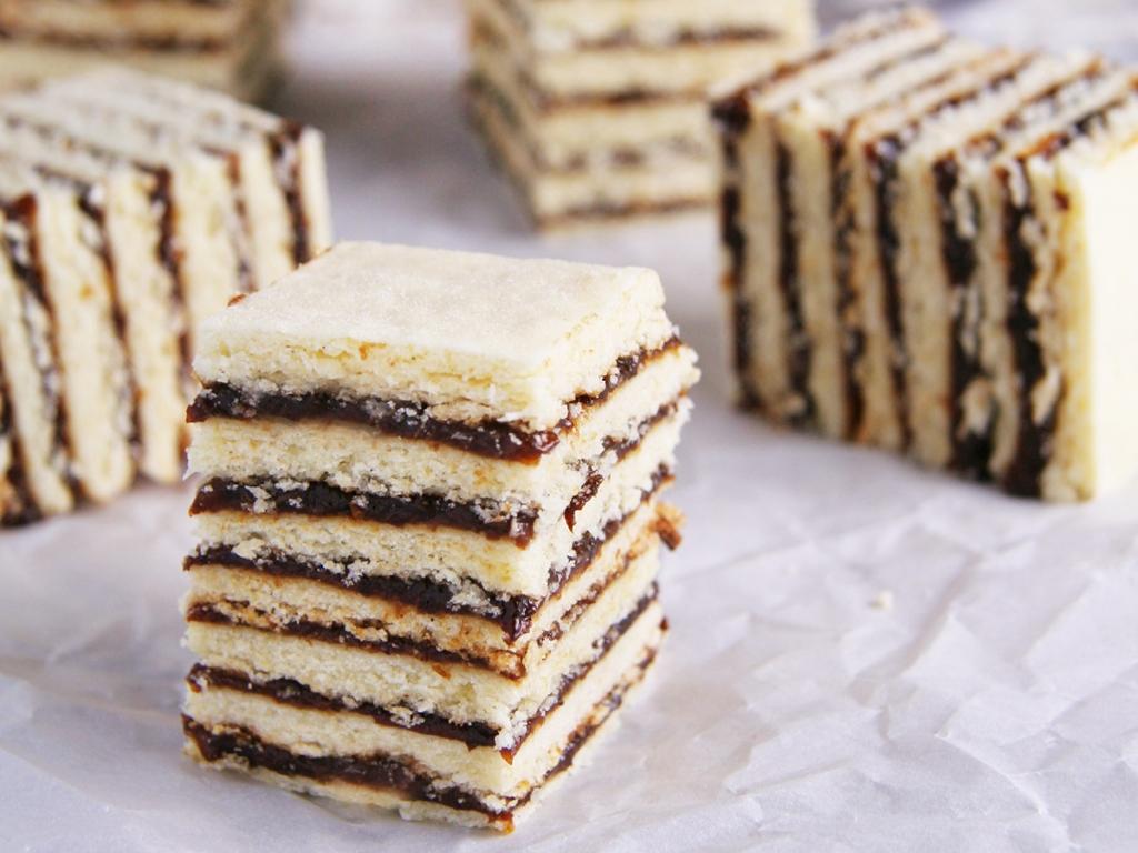 冰島的梅子蛋糕Vinetarta,是由蛋糕和梅子醬層層疊起,含有大量梅子醬的蛋糕,是冰島人用於慶祝耶誕節的最傳統蛋糕。圖/網路
