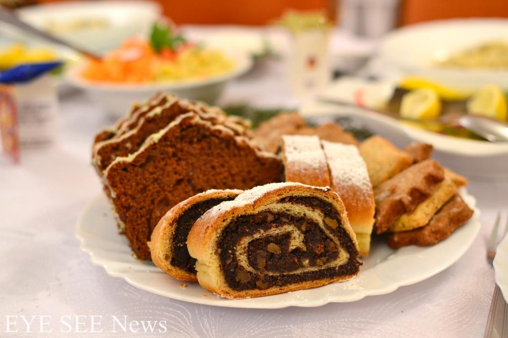 波蘭罌粟蛋糕Makowiec 是波蘭人慶祝復活節和耶誕節的傳統糕點。每個罌粟果果殼內,含著成千粒細小的種子,波蘭人視其為豐收和多產的象徵。古時認為在基督教傳統節日裡食用罌粟籽蛋糕、麵包能為大家帶來好運。圖/網路