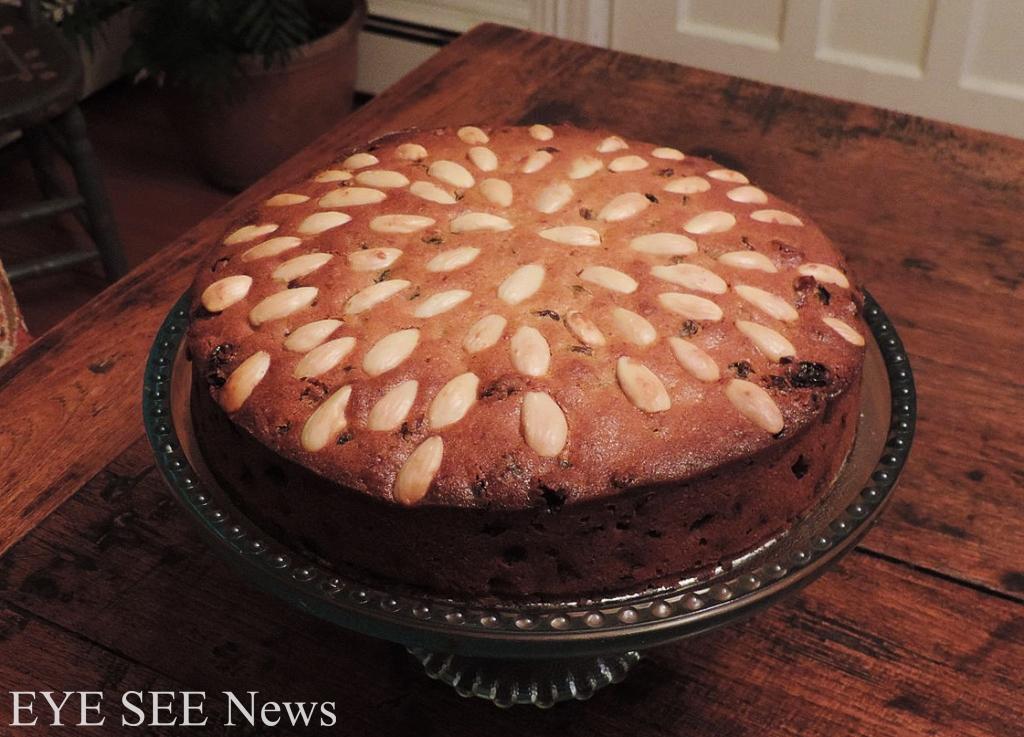 蘇格蘭的耶誕節傳統會吃鄧肯蛋糕Dundee Cake,這種鋪滿了堅果跟果乾的蛋糕,展現了蘇格蘭人樸實又熱愛生活的性格。圖/網路
