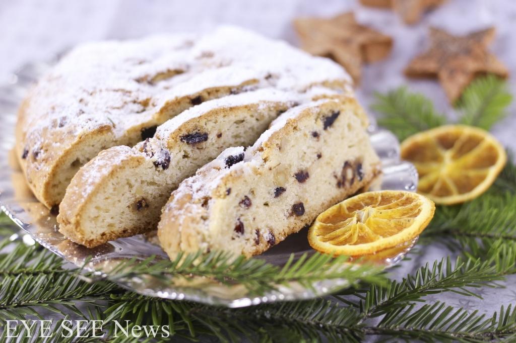 德國耶誕麵包Christ stollen是一款以外型模仿襁褓中耶穌的糕點。經過五個世紀的變遷,它由簡單的、幾乎沒什麼味道的麵包,逐漸變成原料越來越豐富的杏仁膏夾心蛋糕。但整體還是款味道清淡的麵包。1994年開始,德勒斯登每年舉辦德式聖誕蛋糕節Stollenfest,由大平車裝載3到4噸重大蛋糕,和遊行隊伍一起穿過大街小巷,到達耶誕節市場後,舉行誇張的切割儀式。切成小塊的德式聖誕蛋糕,一小部分用於慈善,其餘的賣給前來助興的市民們。圖/網路