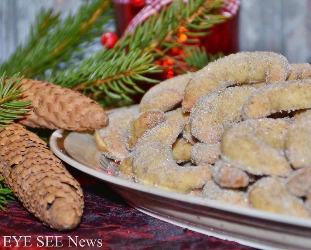 奧地利傳統聖誕點心vanillekipferl是一款源自奧地利、德國和匈牙利的新月型餅乾,餅乾的成份中加入了大量杏仁粉或榛子粉,再以香草精調味,成品上撒一層飄雪般的厚厚糖粉。圖/網路