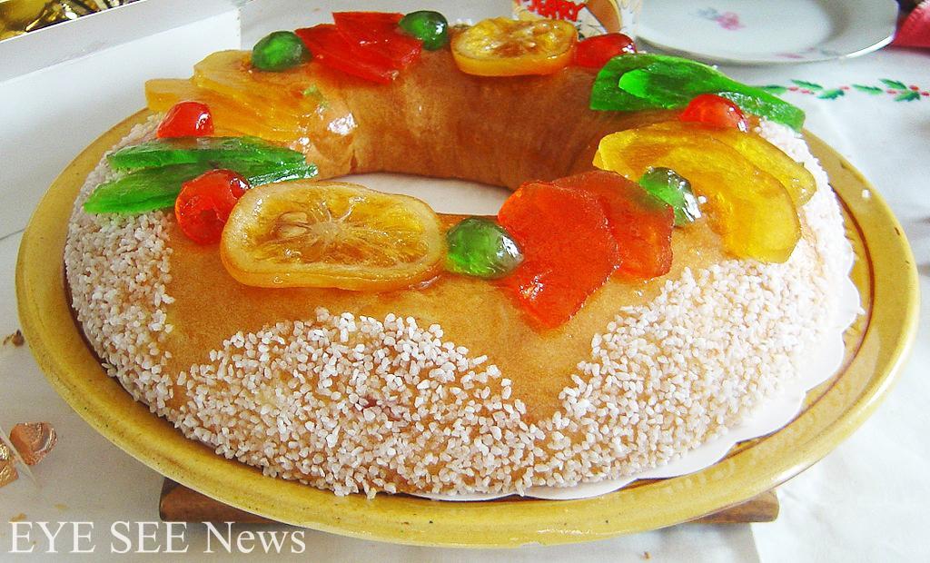 西班牙的國王蛋糕Roscon De Reyes含有果乾、橙粒、檸檬粒與杏仁,是在三王節(東方三博士節)的傳統糕點。傳說在遙遠東方的三位國王,觀測星象而得知上帝之子誕生了,因此不辭勞頓地帶著獻禮,趕到伯利恆。這種蛋糕中會藏有象徵三博士的小玩意,吃到的人就能獲得某種幸運的優惠。孩子們也會在三王節(1月6日)這天,去收前一晚掛好的襪子或袋子中的禮物。圖/網路