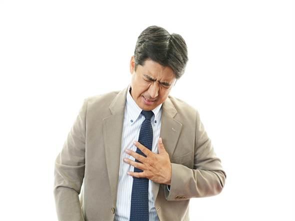 冬天天冷,千萬別忽視心血管疾病的胸痛徵兆。(圖/網路檔案照)