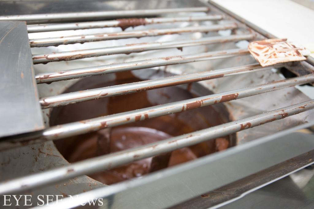 巧克力研磨機。圖/藍可雲