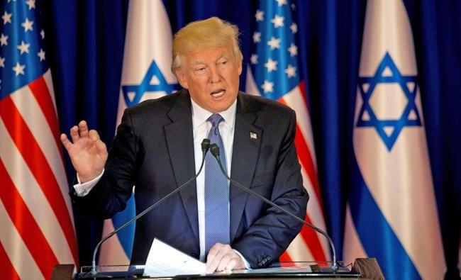 以色列時間22日傍晚,美國總統川普與以色列總理納坦雅胡進行飯局之前發表談話。圖/路透