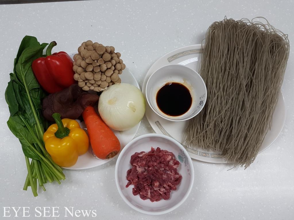 韓國宴會料理雜菜所需材料。圖/Sandra Huang