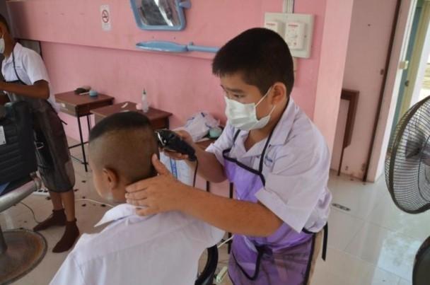 小學理髮店除了可讓學生學習課本上的知識,更可發展自己感興趣的技能。圖/互聯網