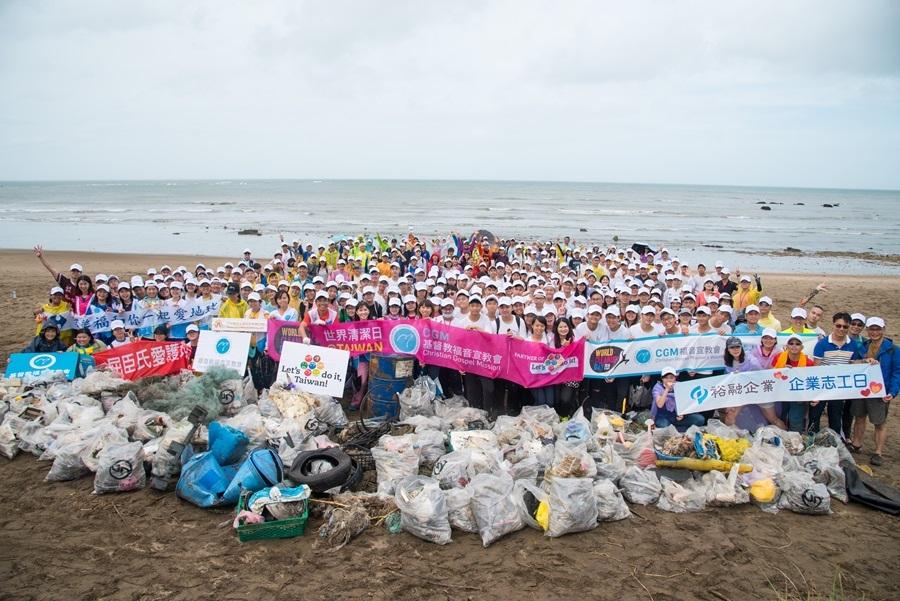 CGM天運分會以網路號召350名志工,於淡水洲子灣響應此次的國際串聯行動。圖/LDI, Taiwan