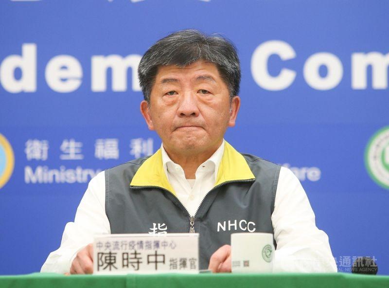 中央流行疫情指揮中心指揮官陳時中於3月18日記者會宣布,自19日0時起非本國籍一律限制入境。 圖/中央社
