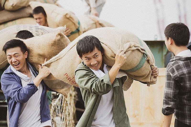 蔡昌憲在《苦力》一劇展現扎實演技。 圖/《苦力》劇照。
